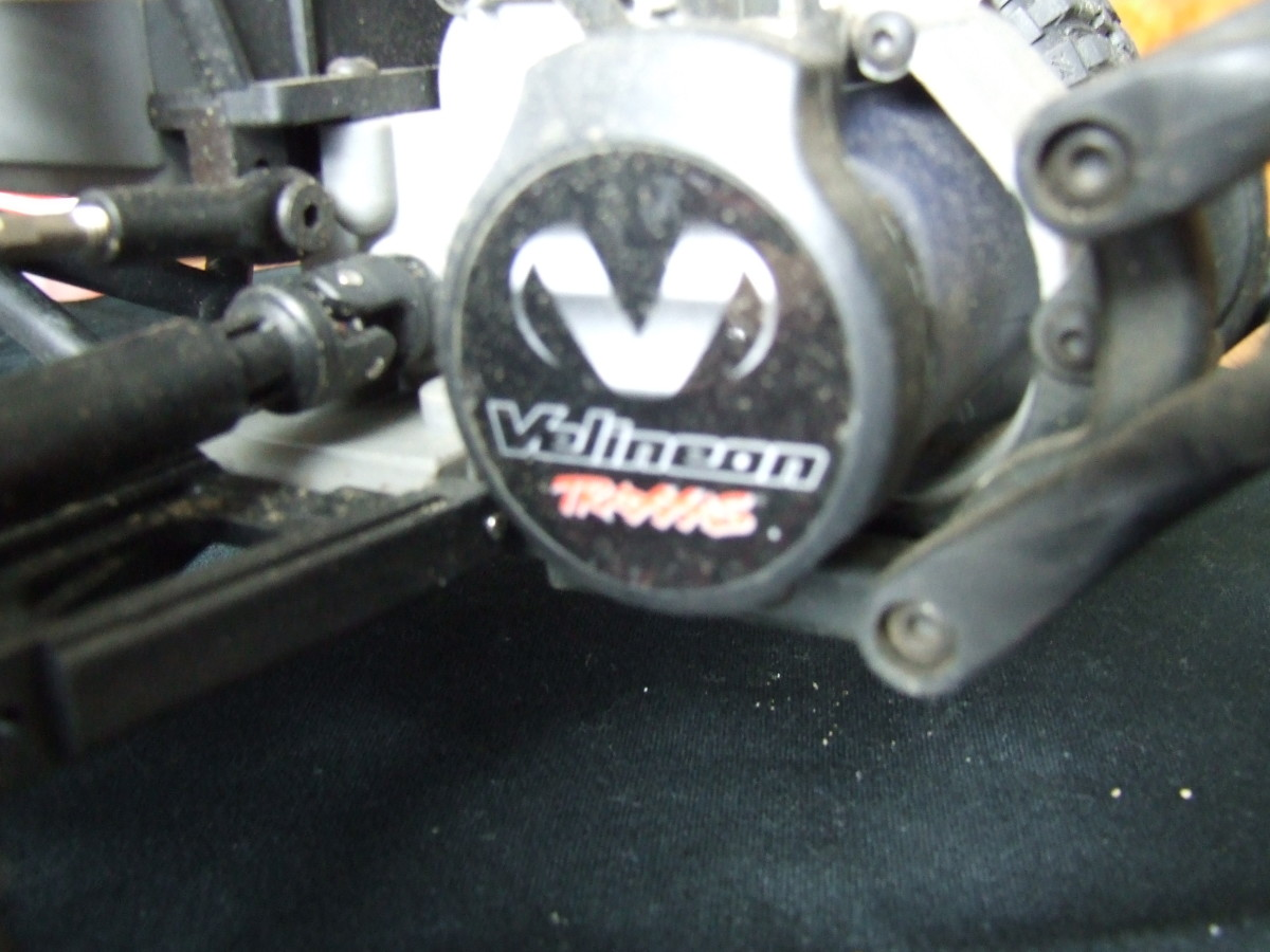Maintenance free brushless  motor, You can see the axle shaft near the motor.
