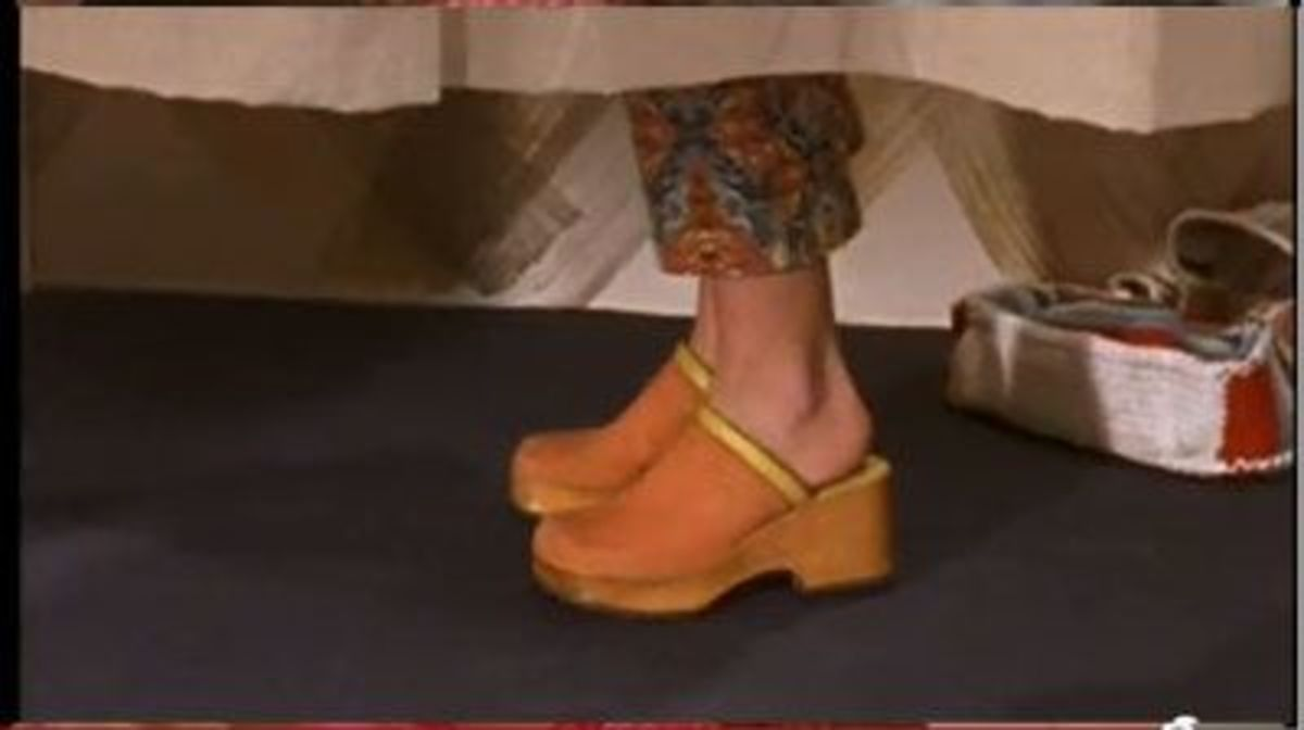 She is known to wear platform shoes in several episodes.