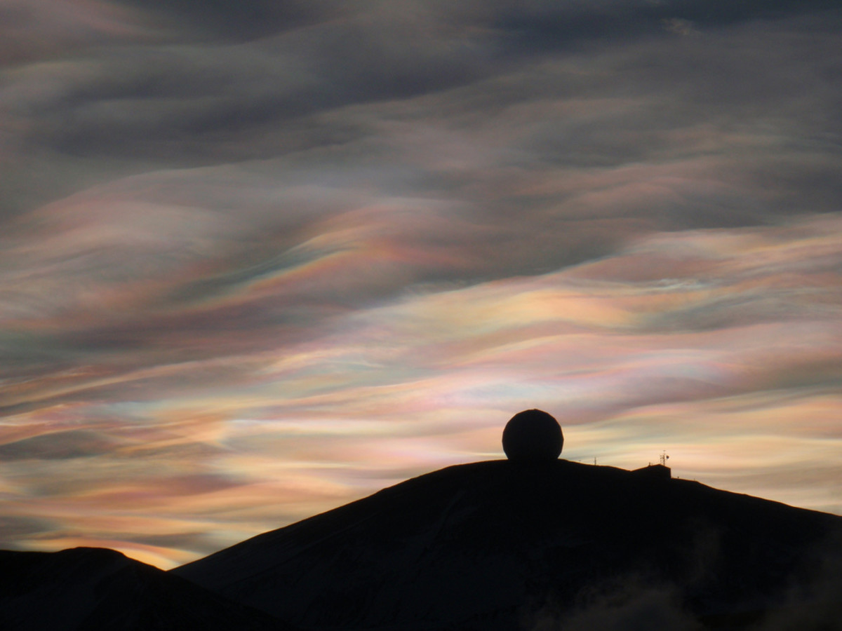 20 Nacreous Clouds & Fire Rainbow Pictures - Natural Phenomena