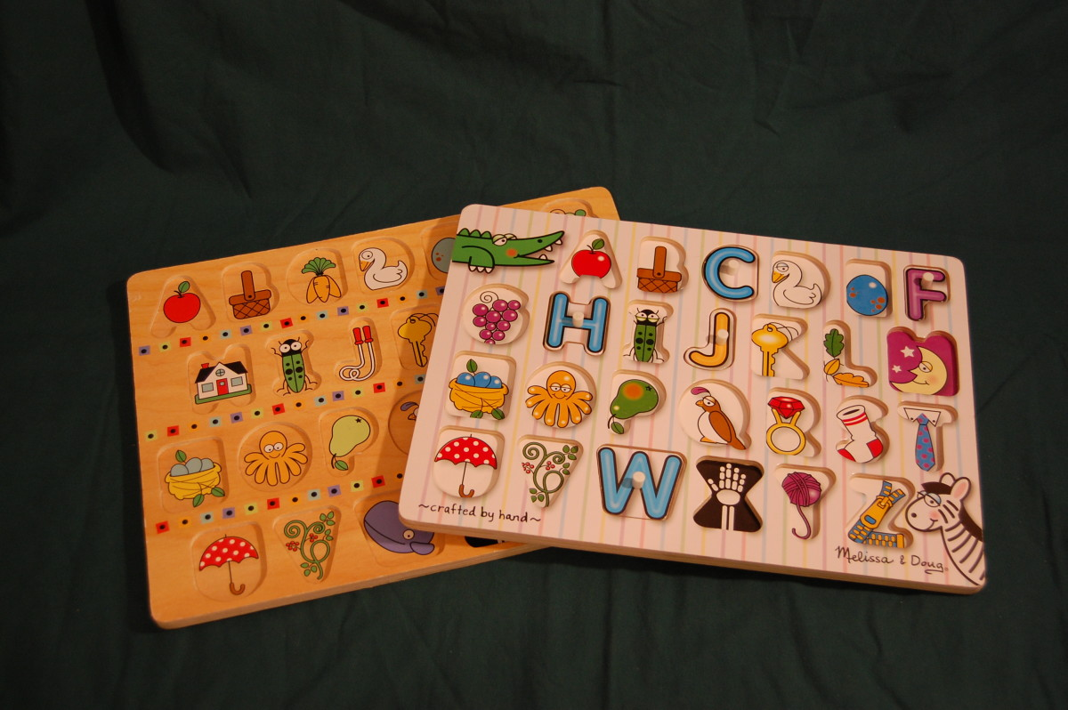 Melissa & Doug non-connecting alphabet puzzles. Puzzle pieces on left do not have knobs.  Pieces from puzzle on the right have knobs.