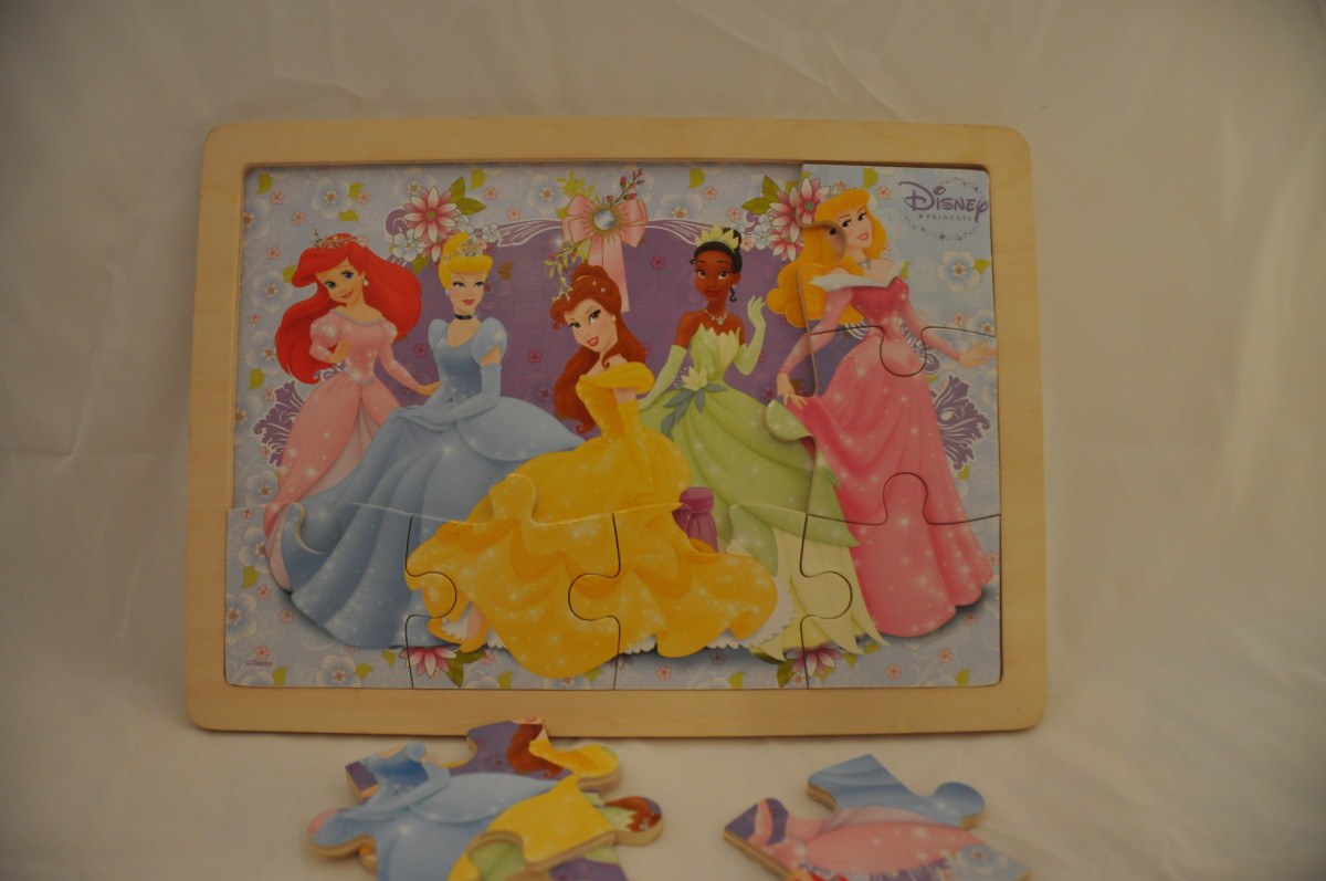 12-piece Disney Princesses interlocking puzzle, with identical background.