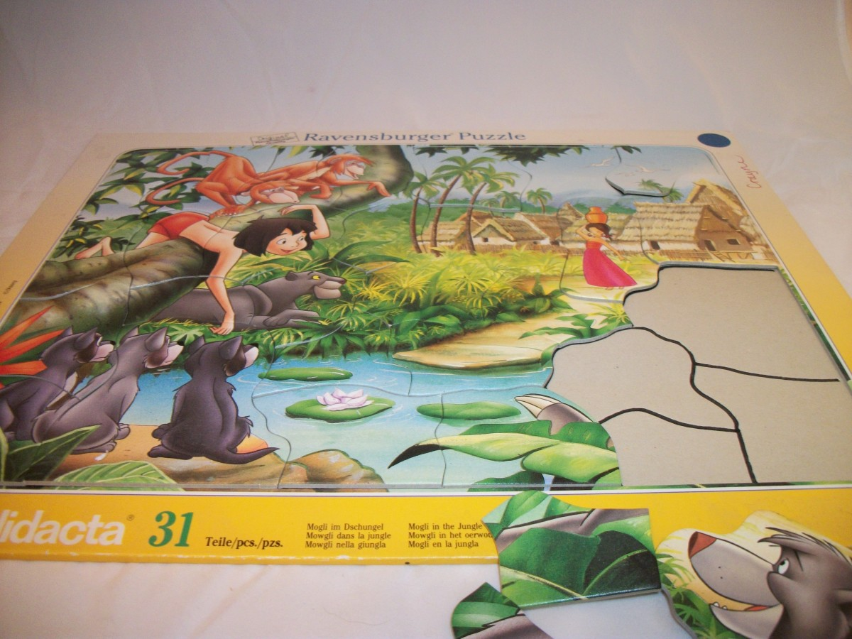 31-piece Ravensburger connecting puzzle, with outline of pieces drawn in to make puzzle easier