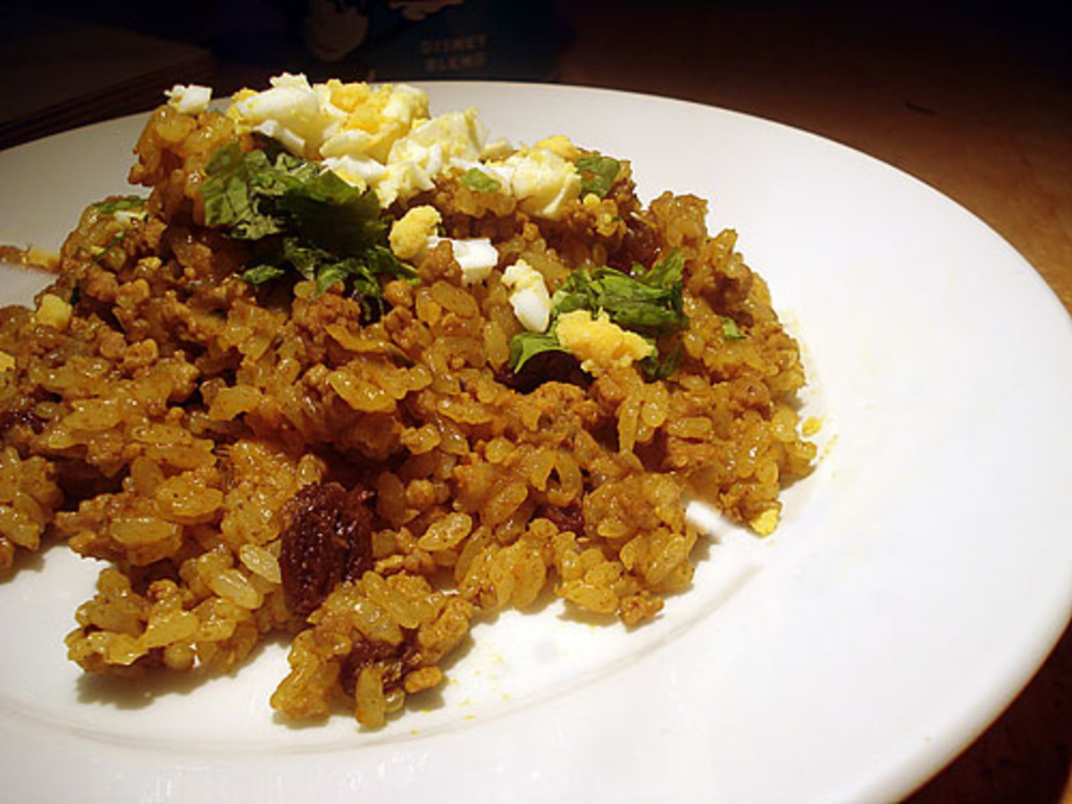 This is dry curry, where you flavor the rice with curry powder so it looks like a fried rice, tastes like curry.