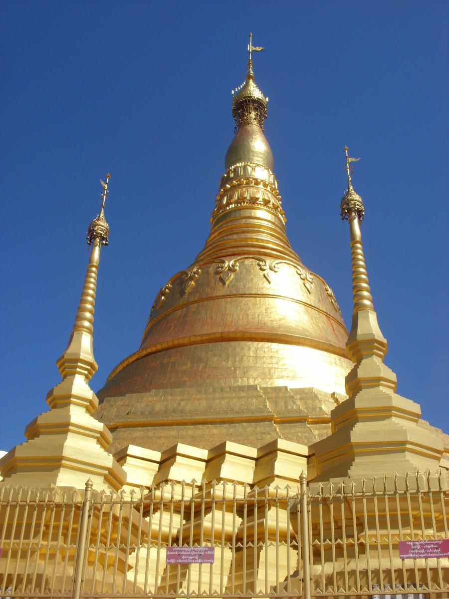 Shwe Dagon Pagoda, Tachileik, Myanmar