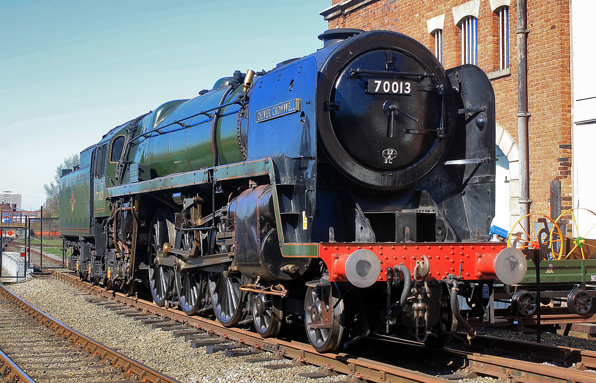 Getting heavier - Britannia Class Pacific 70013 Oliver Cromwell takes a rest (by this time she was in preservation, although not yet a museum piece)