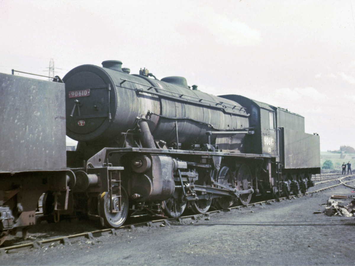 WD 2-8-0 on shed, Wakefield  May1966 (56A) before being sent for scrap - built 1946 for Ministry of Supply; weight, loco 70 tons 5 hundredweight (cwt), tender 44 t 8.5 cwt