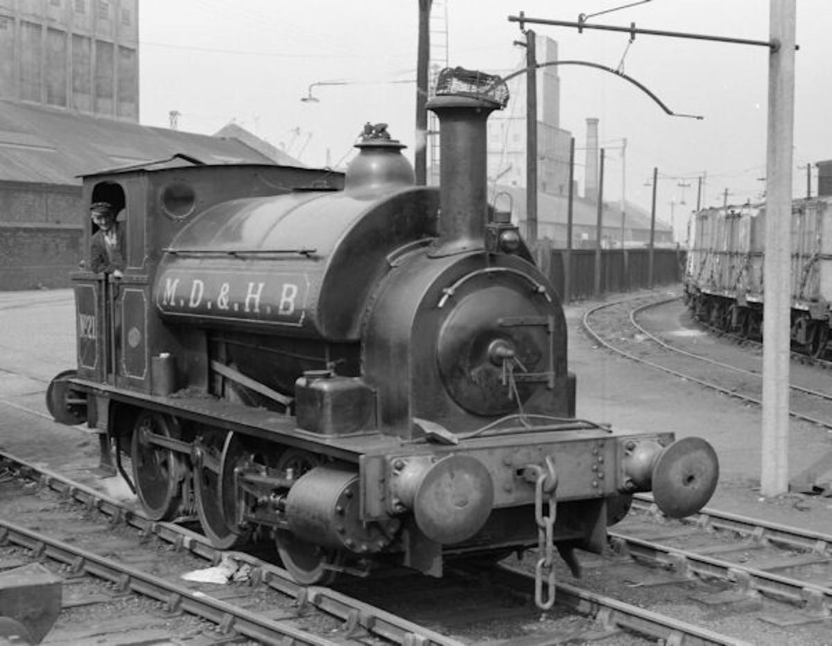 Hudswell Clarke industrial saddle tank - several makers were established around the Midlands and North to supply the needs of works and collieries