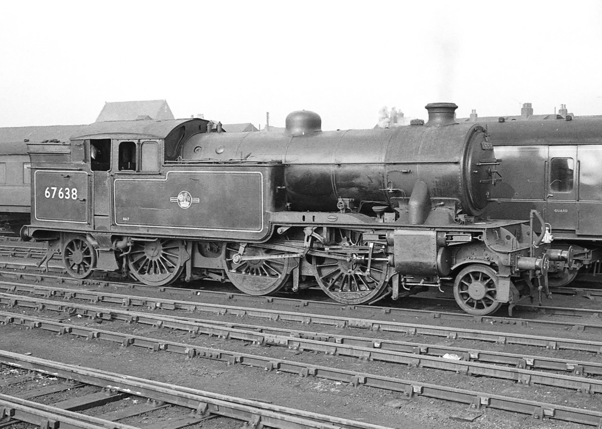 V3 67638 stands in Hull Paragon Station - the engine was a Middlesbrough (51D) allocation in 1950, transferred out in 1958 to Gateshead (52A) when Thornaby (51L) opened