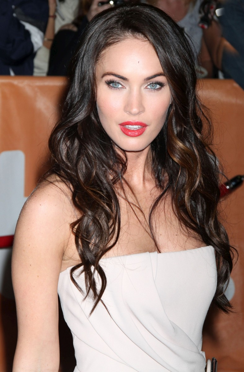Megan Fox, Cool skin tone and black hair, Wearing white