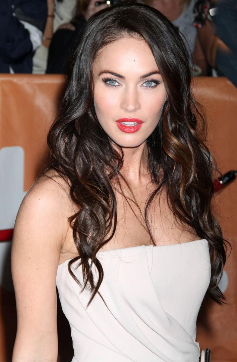 Megan Fox, Cool skin tone and black hair, Wearing white