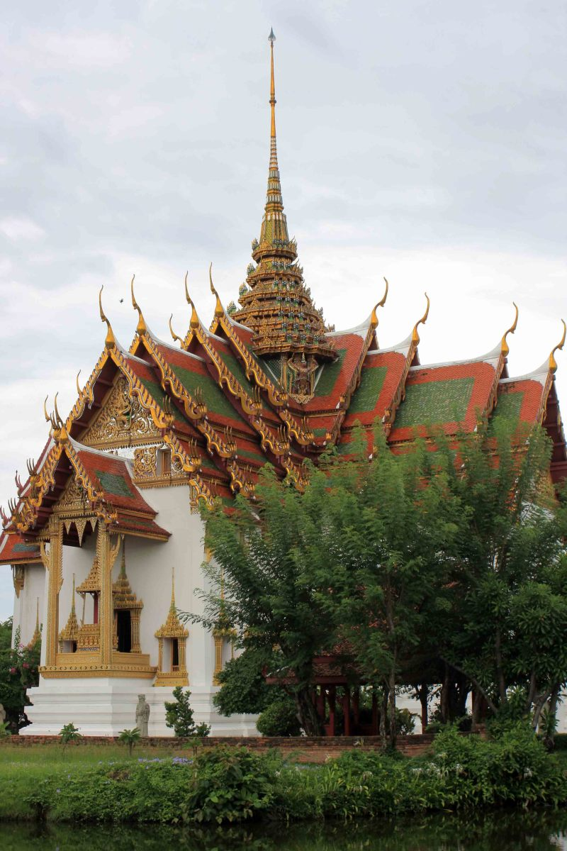 Dusit Maha Prasat Palace. The original of this lovely building will have been seen by many in the Grand Palace in Bangkok (This palace is also depicted at the top of this page)