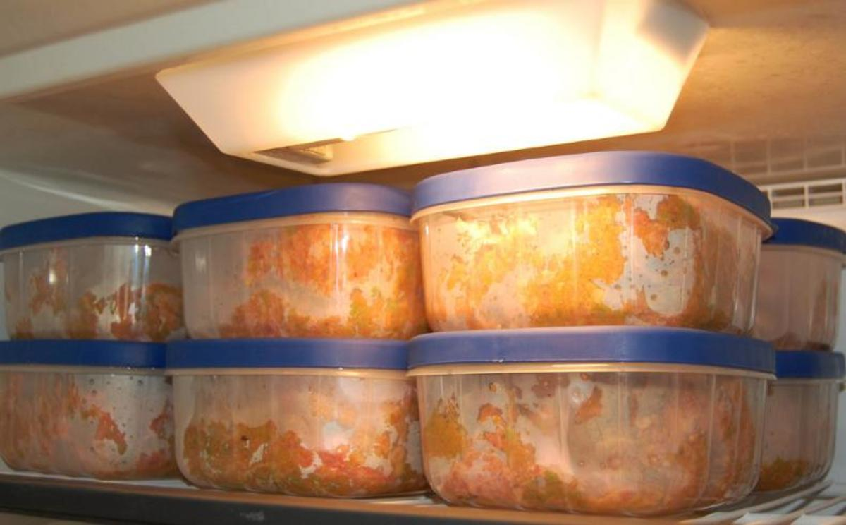 Raw food portions can be stored in the freezer for easy keeping.