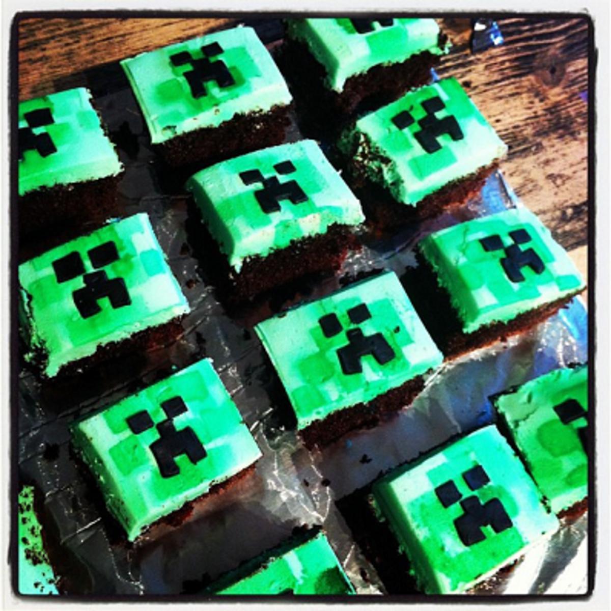 Minecraft Creeper Cakes