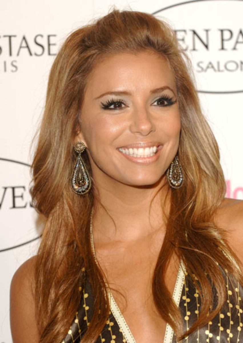 Eva Longoria with black eyeliner and dyed eyebrows