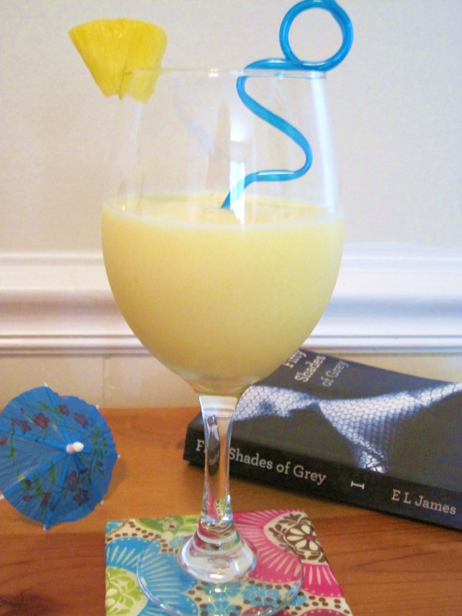 non-alcoholic-pina-colada-making-healthy-drinks-with-coconut-water-and-coconut-milk