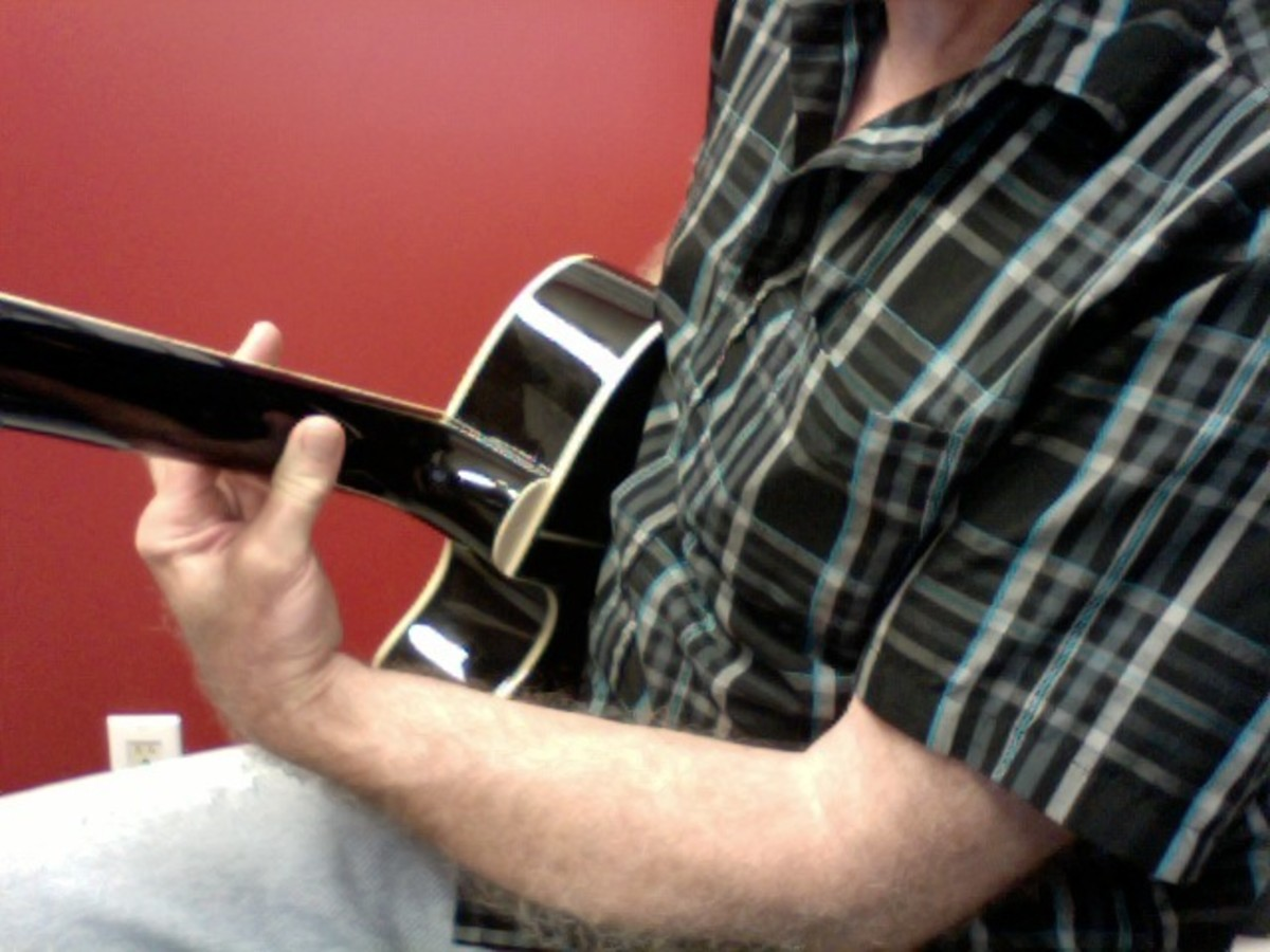 Correct position of the thumb placement on the back of the neck. Keep the thumb close to the middle of the hand to allow for more pressure on the strings.