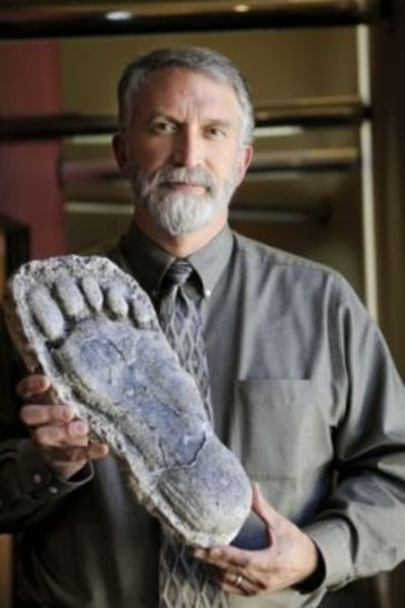 Jeff Meldrum with possible bigfoot footprint cast