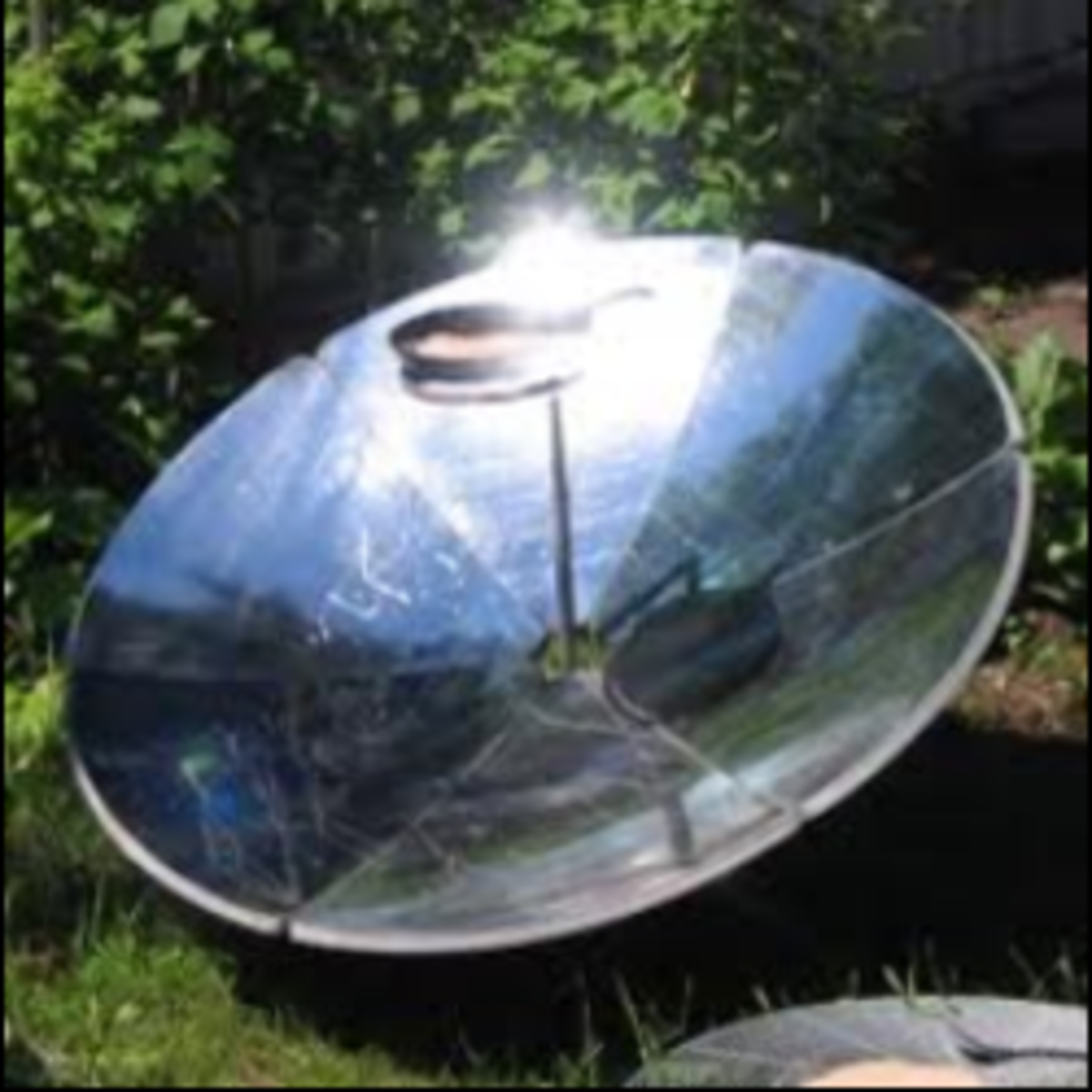 Parabolic or Curved Concentrator Cooker