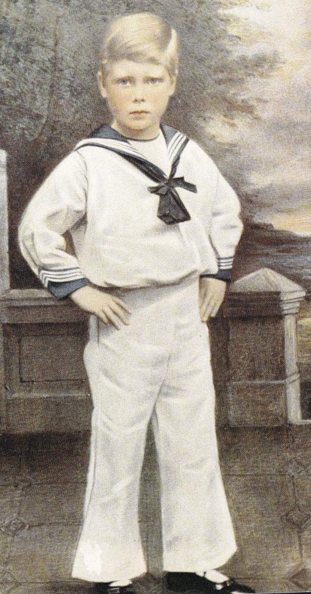 English Royal Family And Sailor Suits For Little Boys
