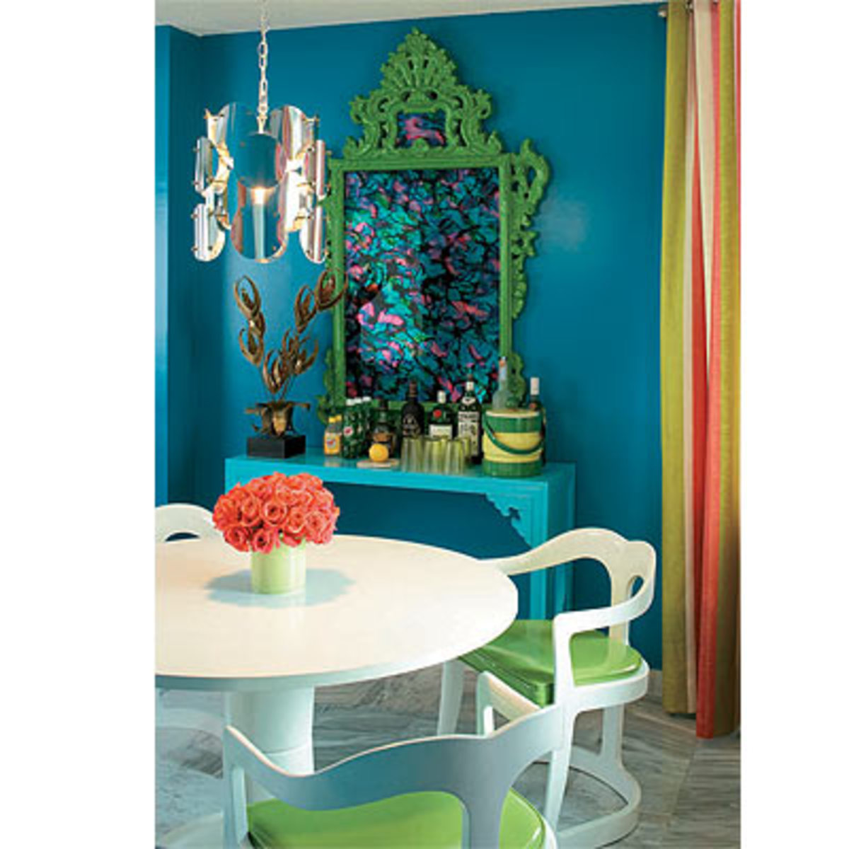 White to off-white furnitures with a blend of coral, green, and yellow adds character to a turquoise room.