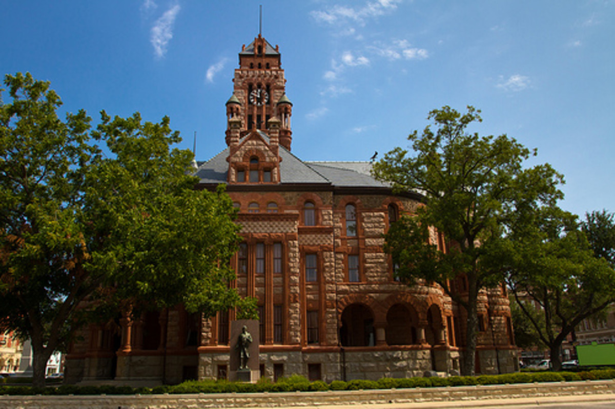 Ellis County Courthouse in Waxahachie, Texas  To see photos of the Super Collider site located in Waxahachie, click on the link to the left.