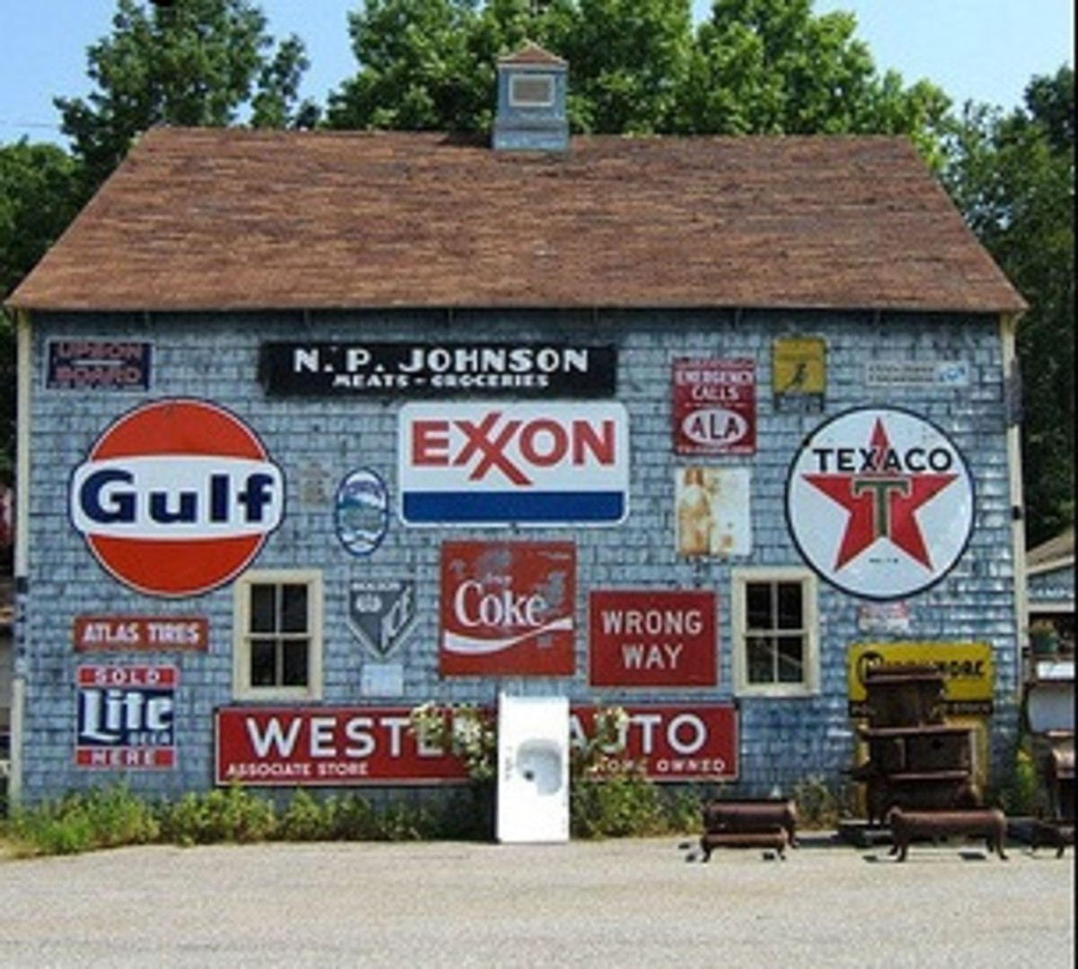 the-joy-of-collecting-vintage-porcelain-gas-pump-signs-and-oil-signs