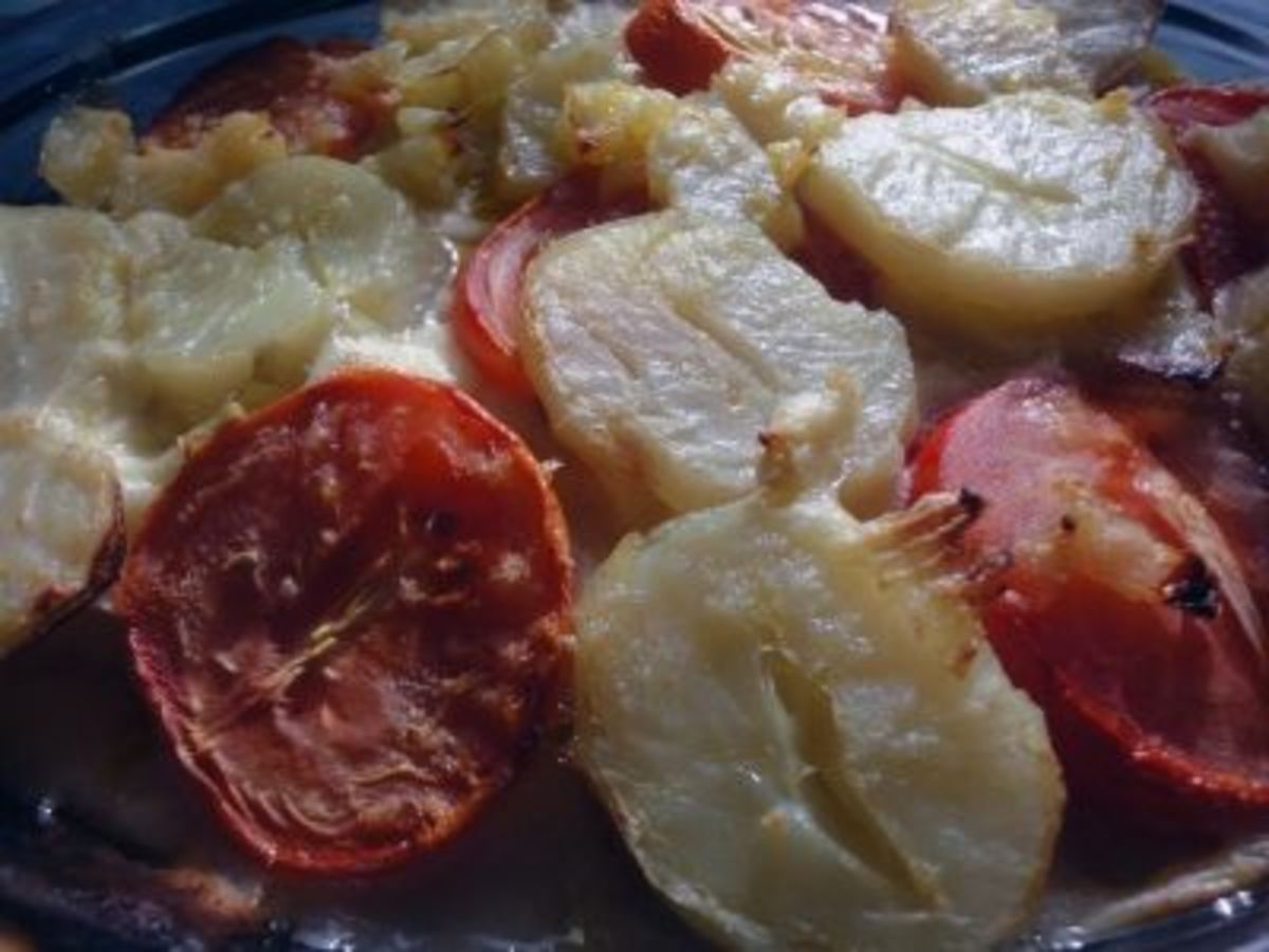 Tomato and Potato Pie Recipe in Cheese Sauce (1940 Style)