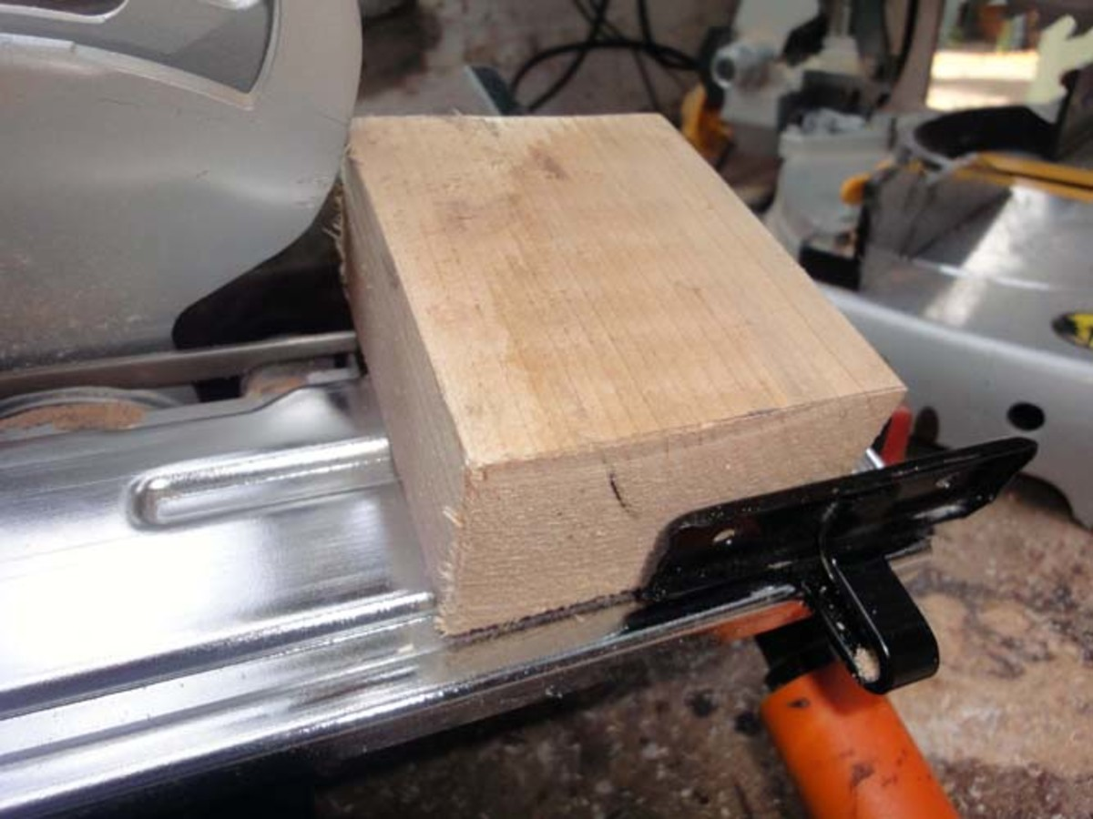 Using side support to set blade width on circular saw for cutting front of plinth