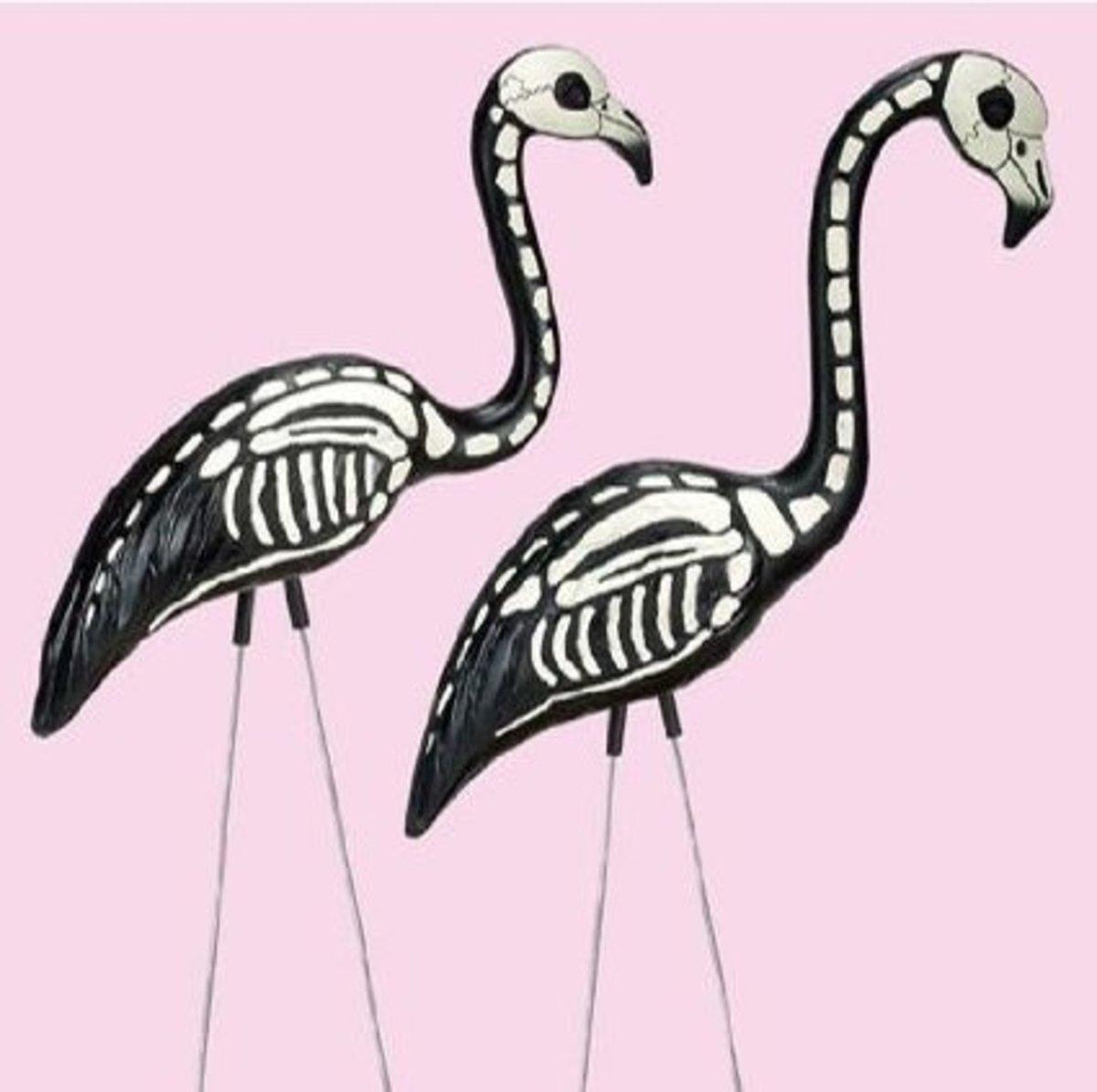 """""""Skela-mingos"""" - skeleton flamingos"""