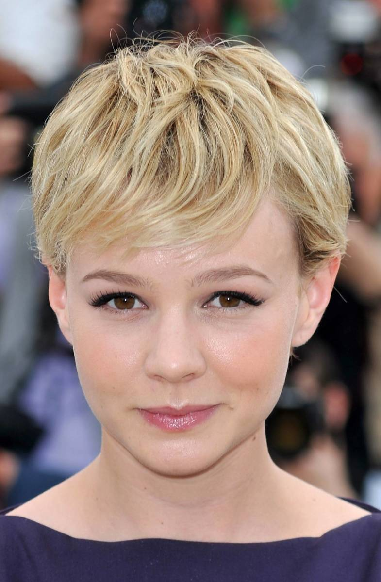 Carey Mulligan in a layered pixie haircut. Famous pixie haircuts.
