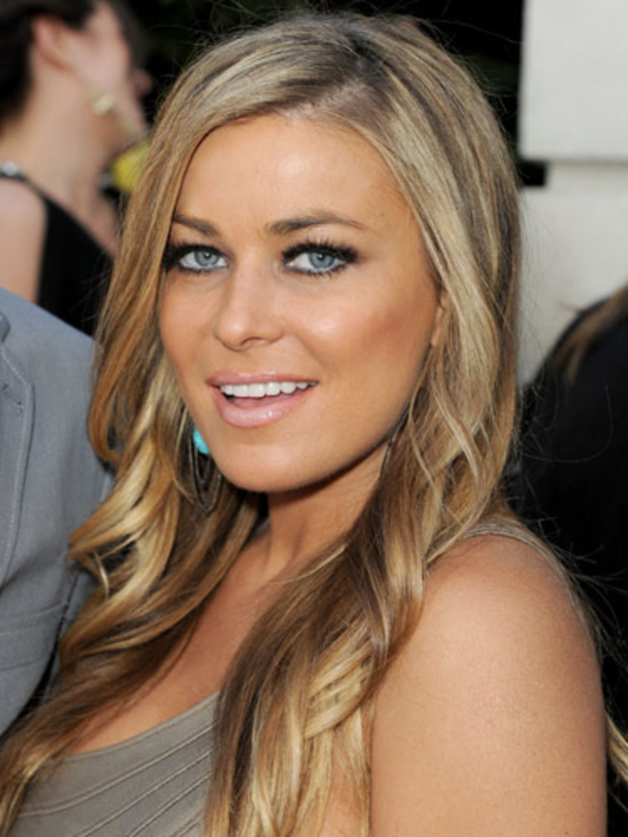 Carmen Electra with medium ash blonde hair, long and slightly curled. Celebrities with medium ash blonde hair.