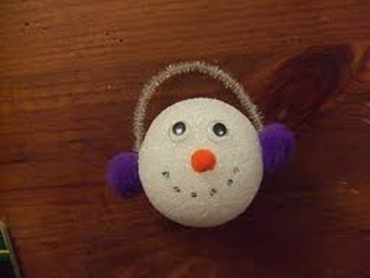 ADORABLE SNOWBALL SNOWMAN HEAD MADE FROM STYROFOAM BALL, POM-POMS, GOOGLE EYES AND A PIPE-CLEANER