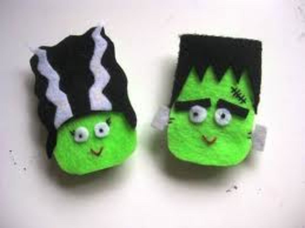 MR. AND MRS. FRANKENSTEIN HALLOWEEN MAGNETS MADE OUT OF FELT.