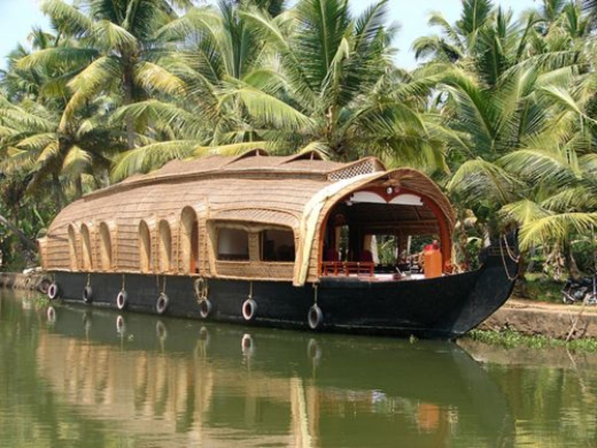 Kettuvallom (country boat), the main attraction of Kerala tourism
