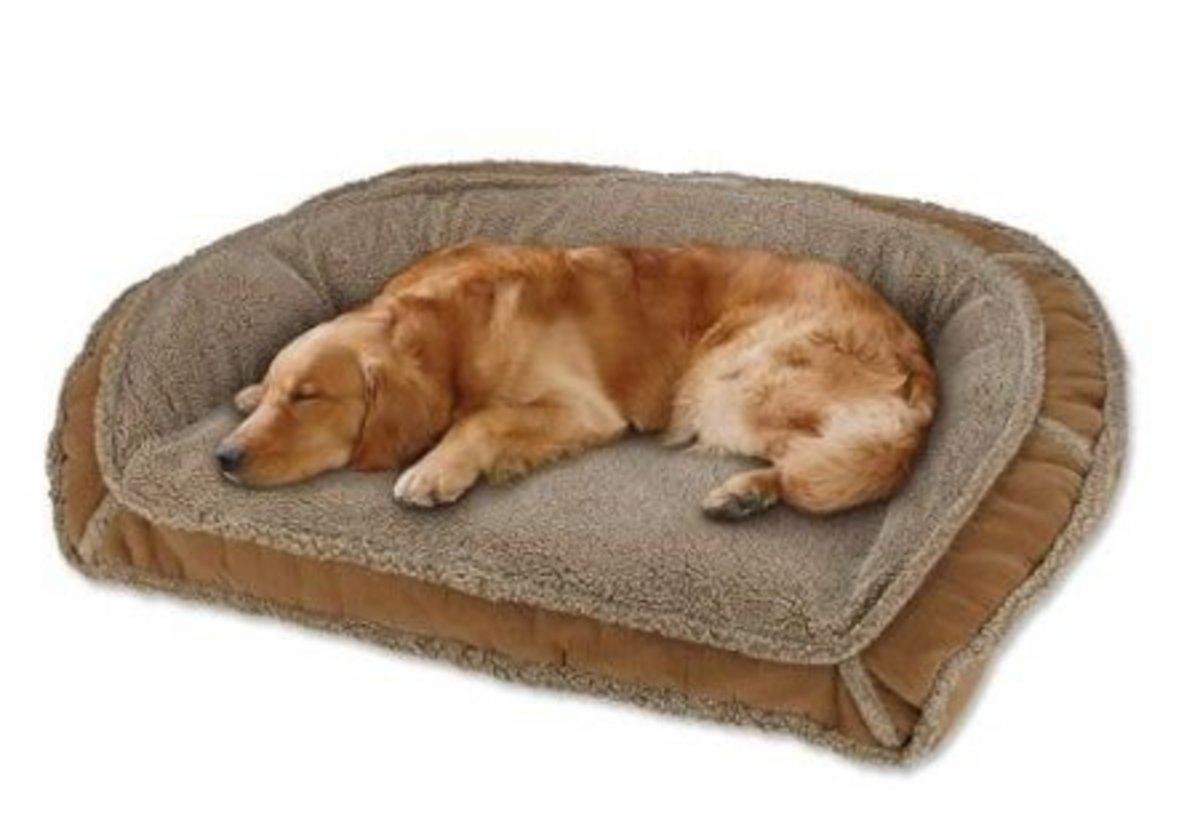Fleece lined deep dish dog bed