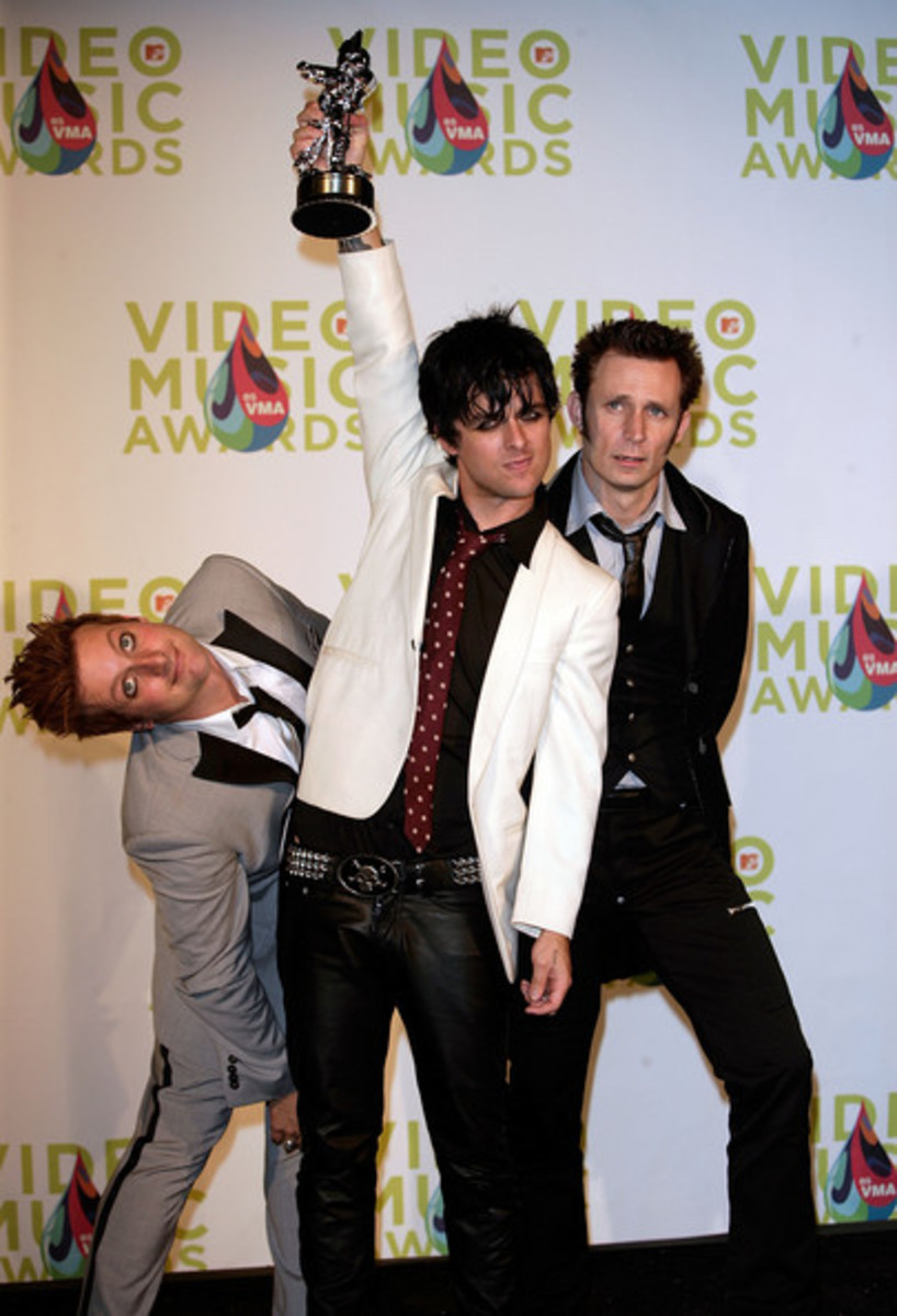 green-day-frontman-billie-joe-armstrong-has-a-meltdown-on-stage