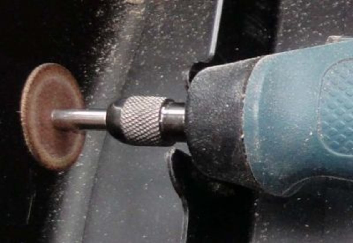 The Dremel attachment with cutting disc