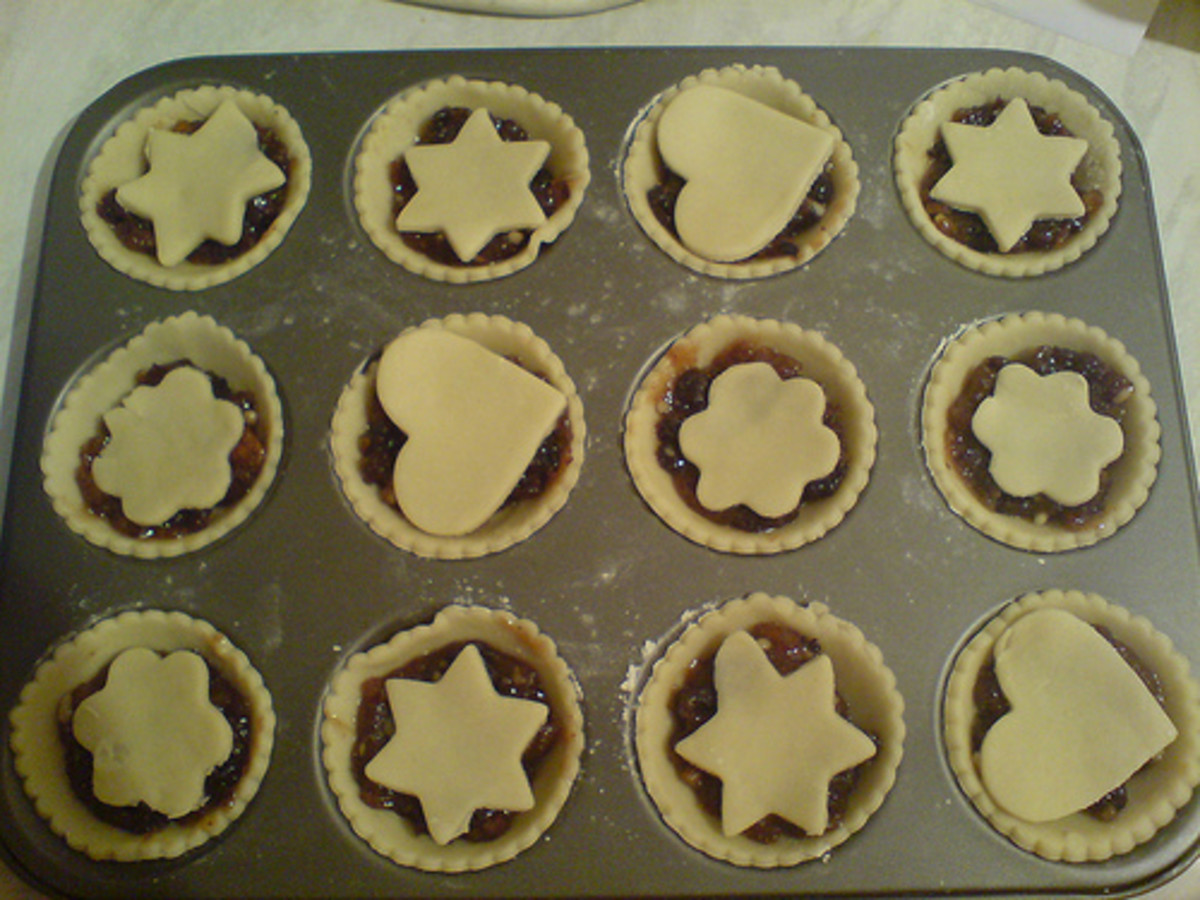 Adorable mincemeat pies waiting to go into the oven.
