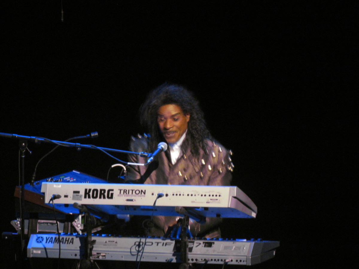 Comedian and extremely multi-talented C.P. Lacey, began the show with his depiction and performance of Little Richard.