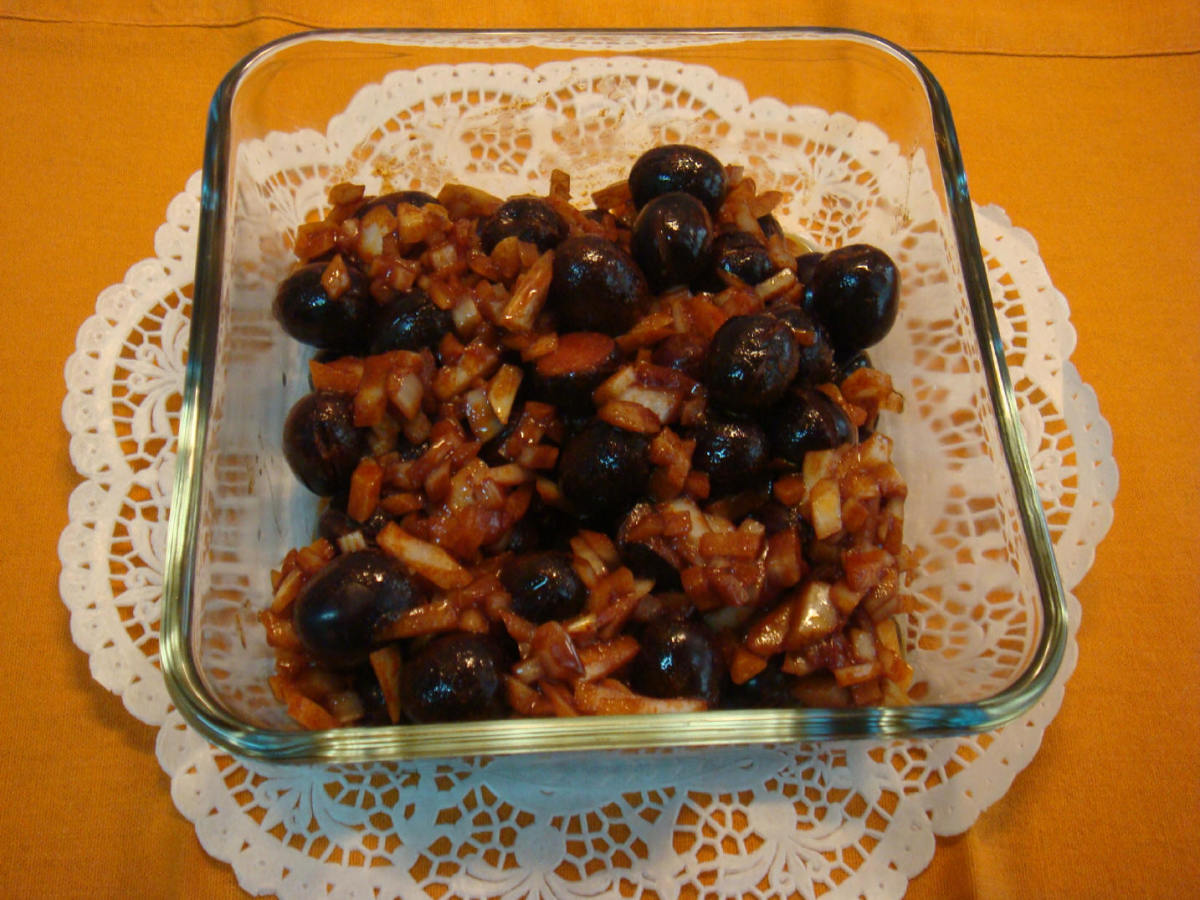 Arbequina olives seasoned with onion and paprika