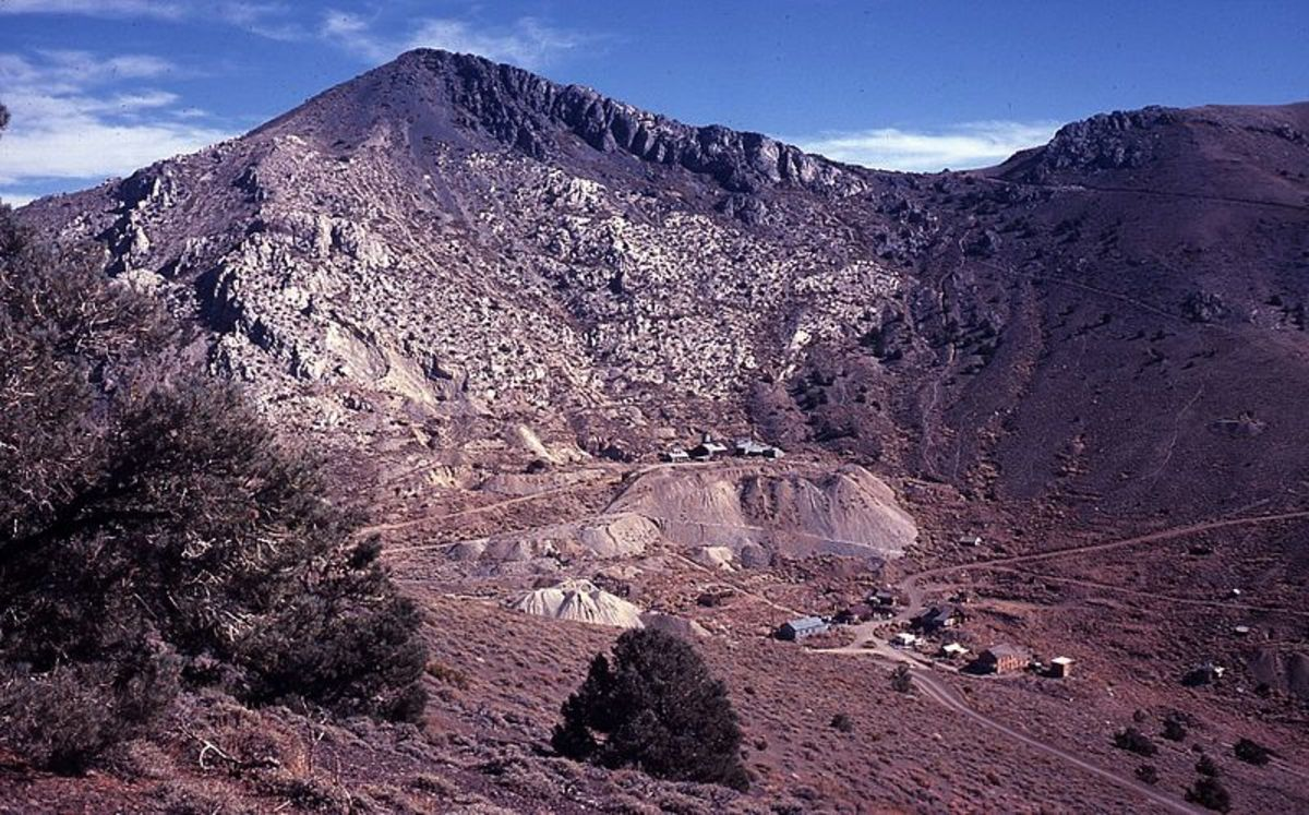 Cerro Gordo in Inyo County was photographed by LCGS Russ on November 1, 1980.