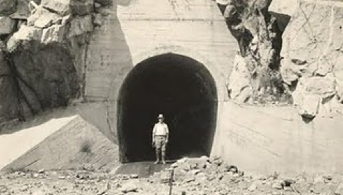 The Gate (A tunnel here) in 1934.