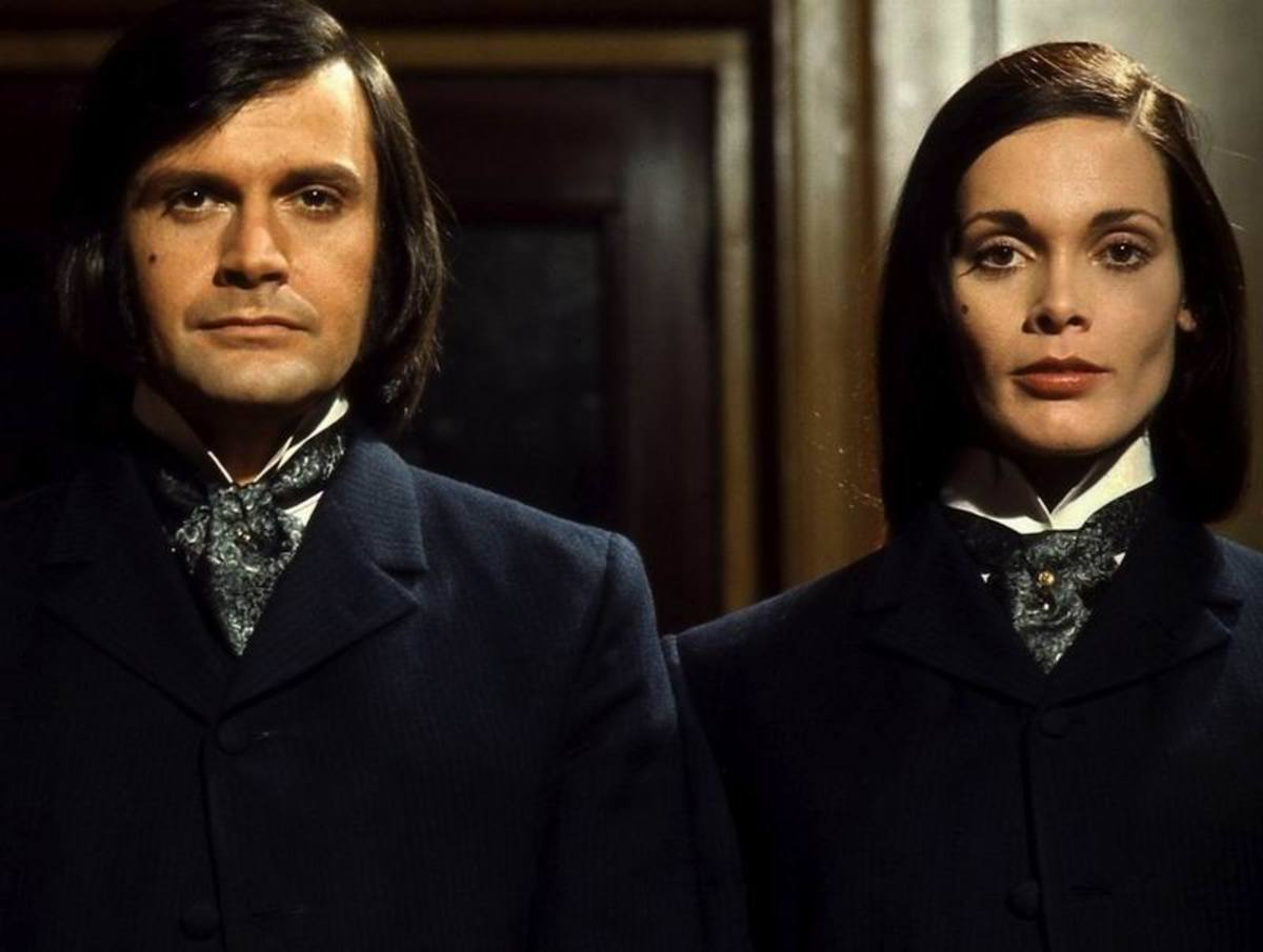 Ralph Bates and Martine Beswick in a publicity photo for Dr. Jekyll and Sister Hyde (1971)