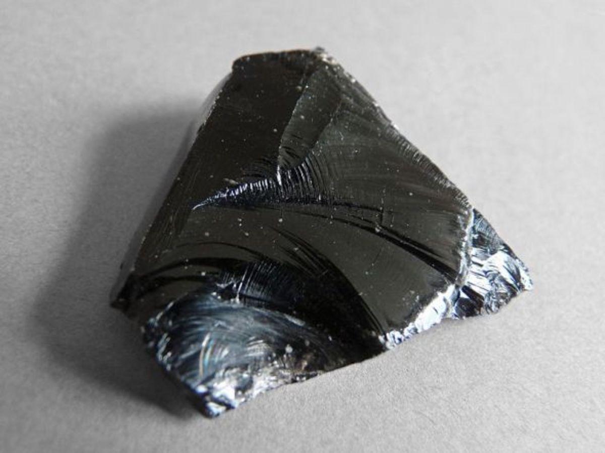 Black obsidian, http://commons.wikimedia.org/wiki/File%3ALipari-Obsidienne_(5).jpg