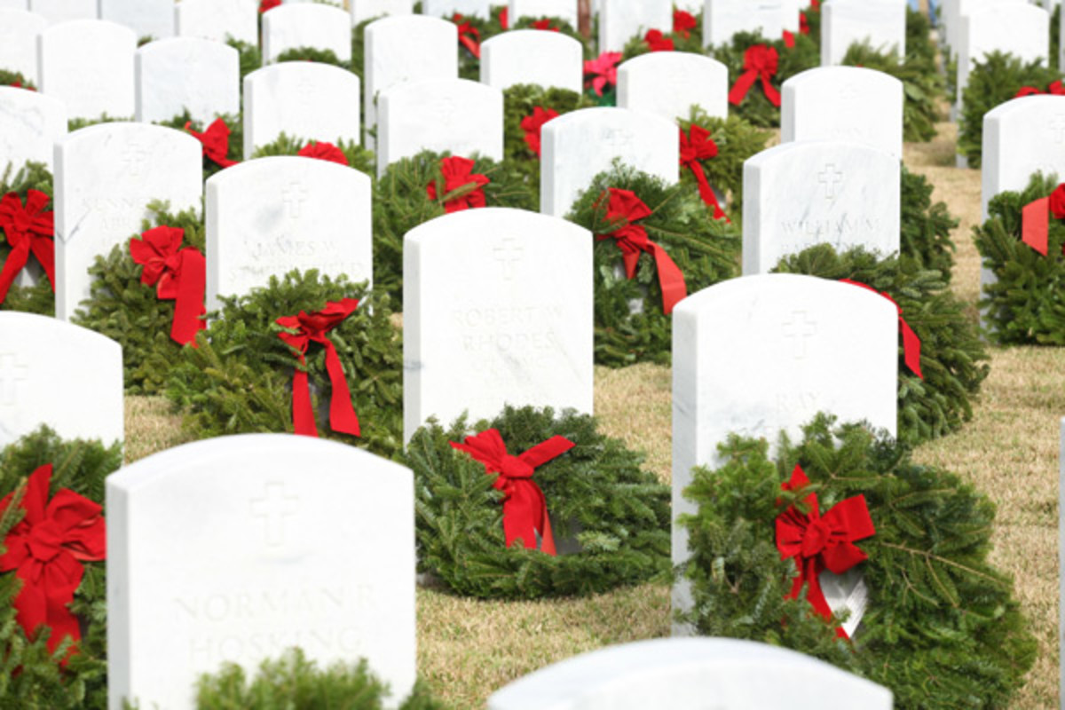 Graves after Wreaths Across America placed wreaths at Jacksonville (FL) National Cemetery