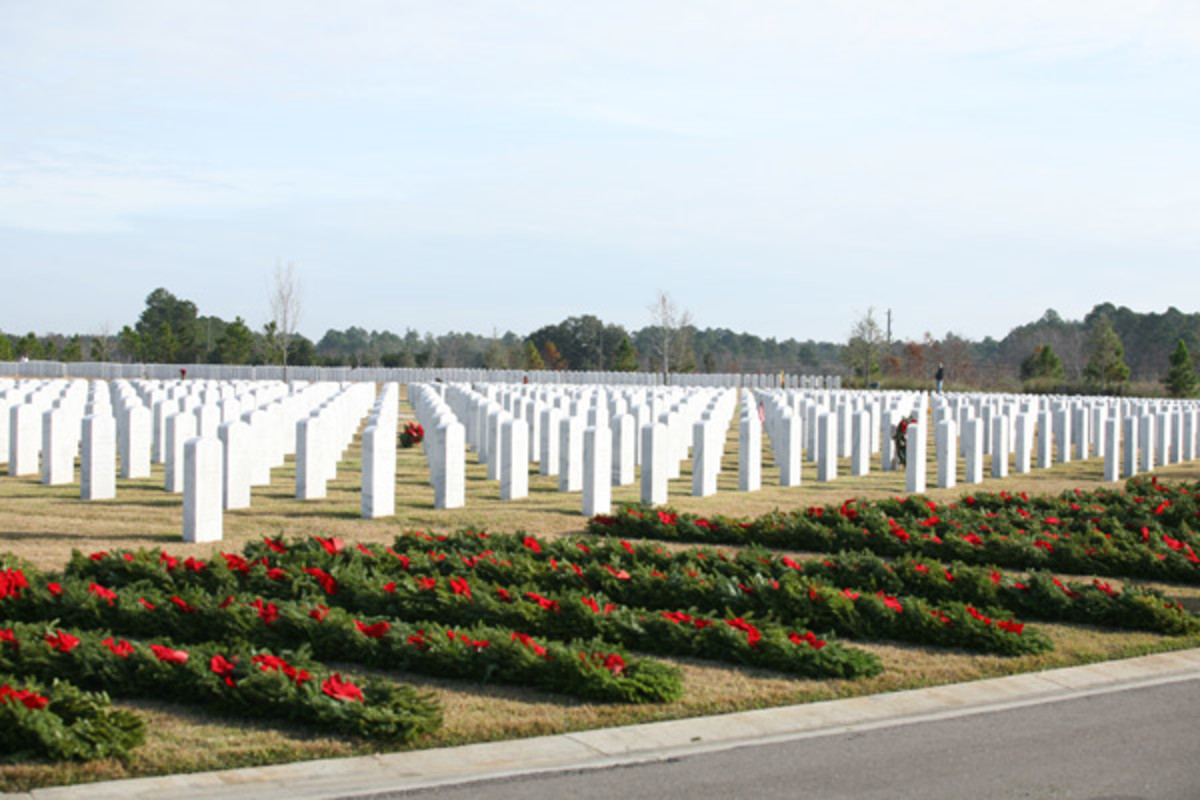 wreaths-across-america-honors-and-remembers-veterans-at-christmas