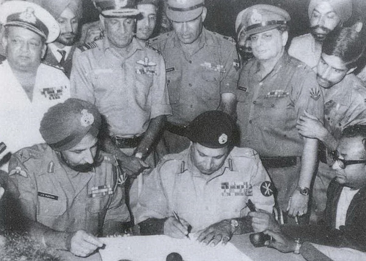 Gen. Niazi signing Instrument of Surrender.