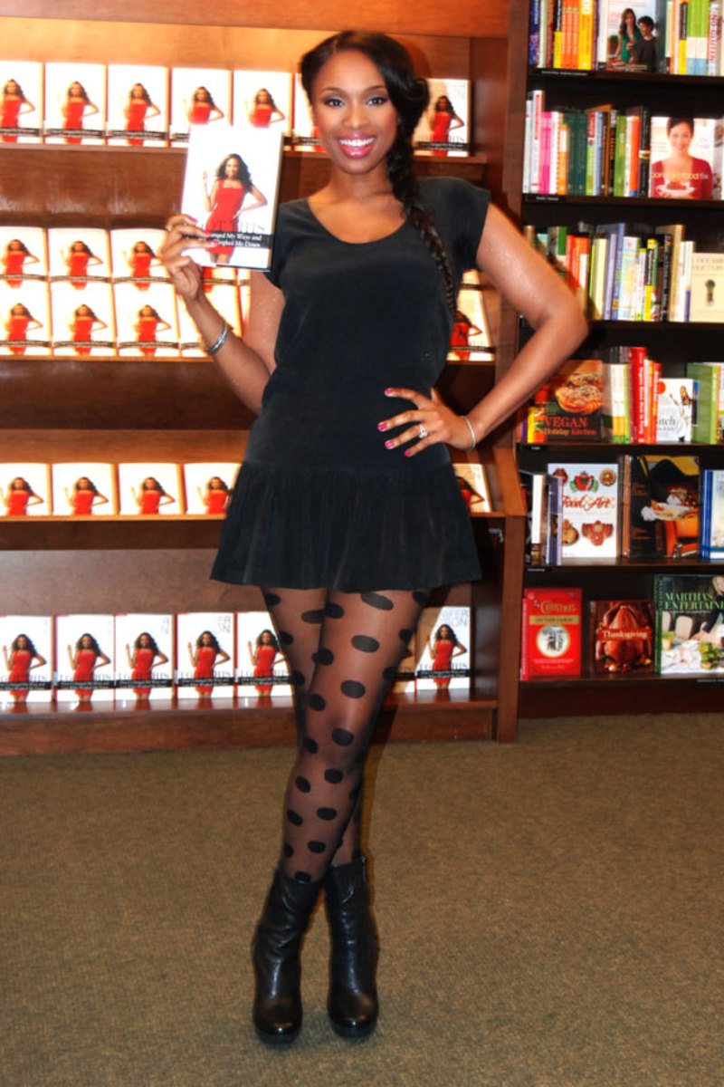 "A beauty in any size, Jennifer Hudson signs copies of ""Jennifer Hudson: I Got This: How I Changed My Ways and Lost What Weighed Me Down"" at Barnes & Noble Books in Skokie (Chicago) on January 17, 2012."
