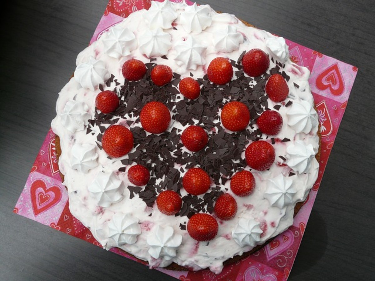This is a beautifully decorated Million Dollar Pie.  It has whole strawberries and dark chocolate shavings on it.