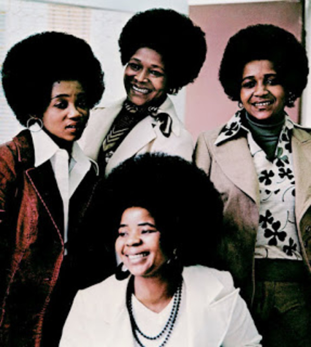 Isigqi Sesimanjemanje was formed in the late 1980s. Regular Electric Jive readers will be aware that this group was born out of one of the country's most popular mbaqanga girl groups, Izintombi Zesi Manje Manje (The modern girls), who - along with th